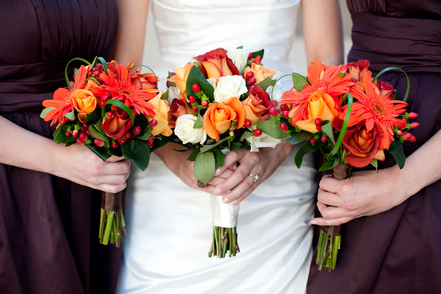 Fall+autumn+wedding+orange+red+halloween+pumpkin+hallows+eve+bride+groom+black+bridesmaids+dresses+orange+burnt+leaves+leaf+centerpieces+Alisha+Crossley+Photography+4 - The Bewitching Hour