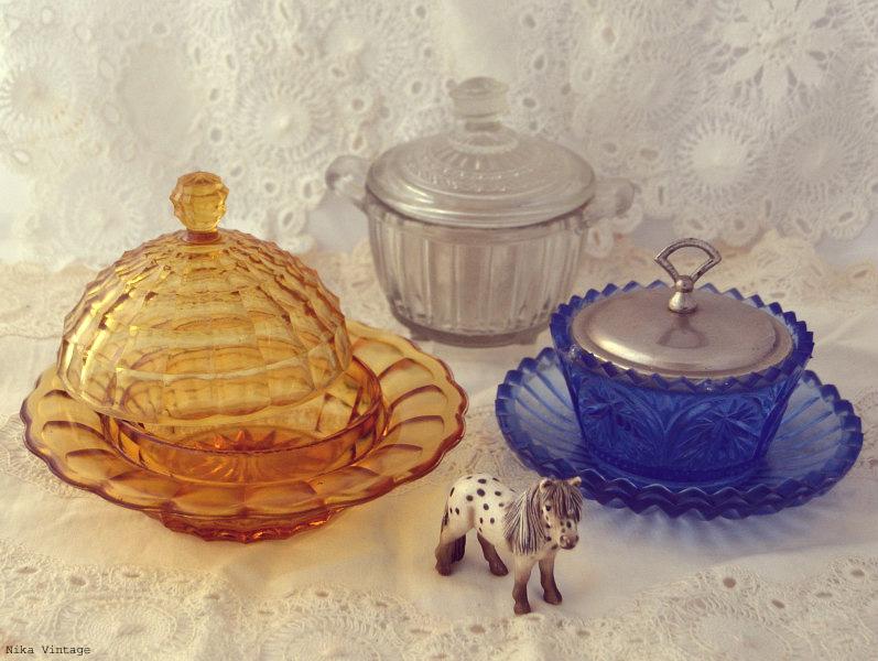 azucareros, mantequera, complementos, objetos antiguos, mesa navideña, navidad, decoracion, cristal,