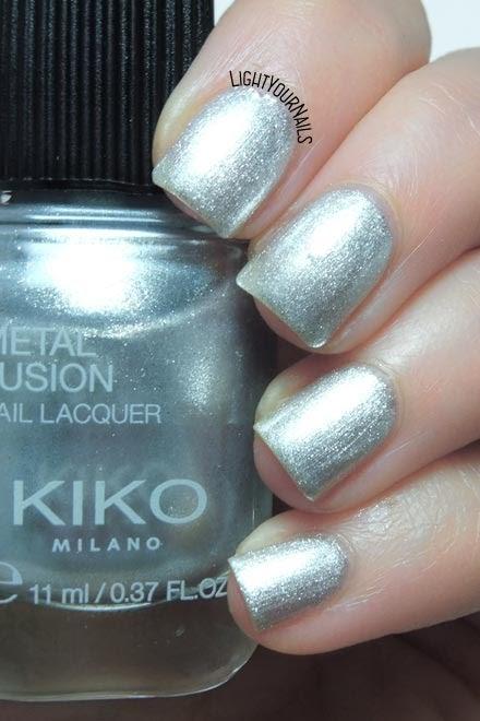 Smalto argento metallico Kiko Metal Fusion 04 Platinum Rain silver metallic nail polish #kikonails #kikocosmetics #kikotrendsetter #lightyournails