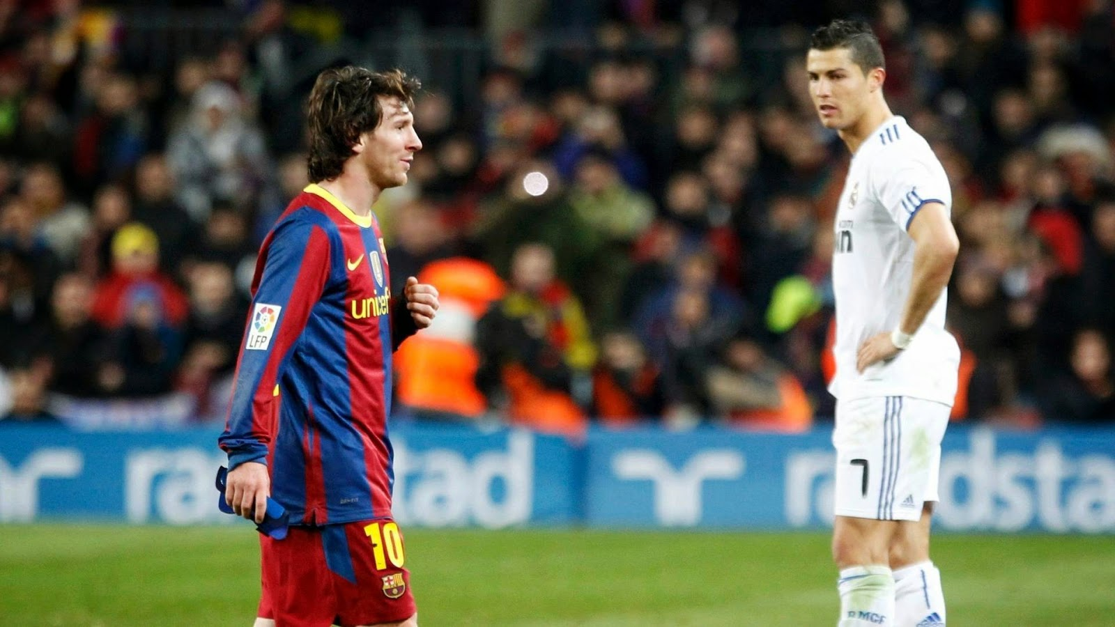 Words Celebrities Wallpapers: Cristiano Ronaldo Vs Lionel ...