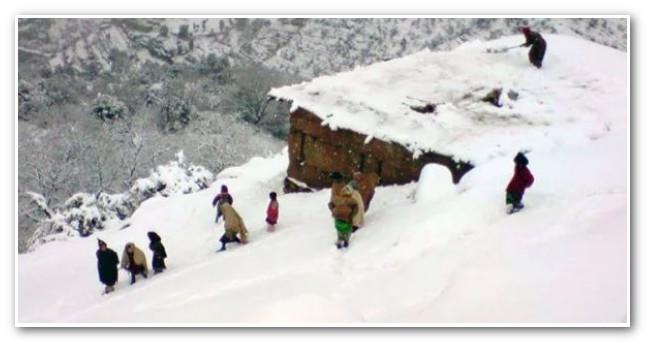 هذي قصة أول ضحية للثلوج هاد العام و بنعرفة كايقول راه درنا برنامج وخطة…