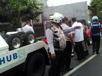 Sopir Taksi Menangis karena Ditilang Dishub, Saya Capek Pak!