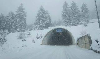 Ο «Κρέοντας» σαρώνει τη χώρα: Στα λευκά η μισή Ελλάδα – Δείτε πού χιονίζει