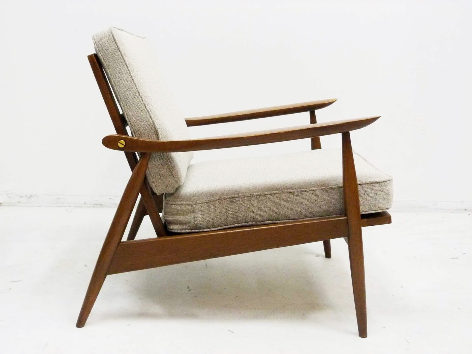 Elegant Hans Wegner Style Lounge Chair GE 270 Side
