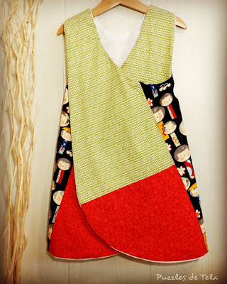 Pinafore dress, blusa espalda cruzada, puzzles de tela, patchwork, handmade, hecho a mano, kokeshi, vestido niña, costurika, regalos