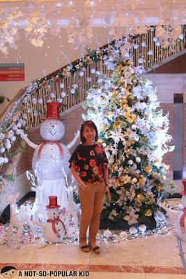 Pearl Cheng in Hotel Jen