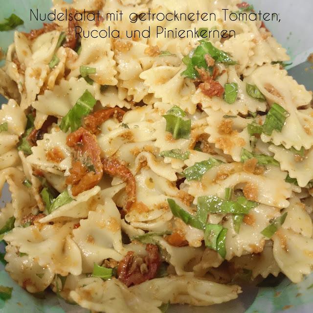 [Food] Mediterraner Nudelsalat mit getrockneten Tomaten, Rucola und Pinienkernen