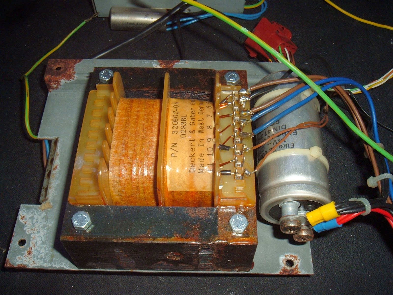 hight resolution of this covers the power supply it s a fairly chunky and fairly simple linear power supply this one originates from the rusty 8032 sk