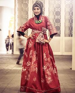 Model baju batik muslim pesta elegan