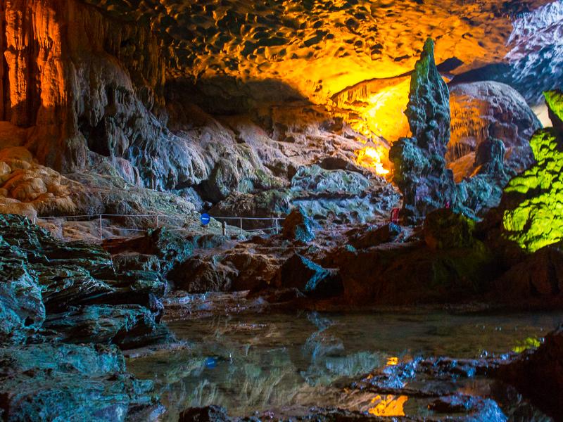Cueva Sung Sot, Bahía de Halong (Vietnam)