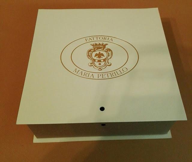http://scatolesumisura.it/it/categorie-di-utilizzo/bomboniere-portaconfetti-fai-da-te/scatola-porta-confetti-bomboniere-matrimonio-battesimo-cresima-etrusca.html