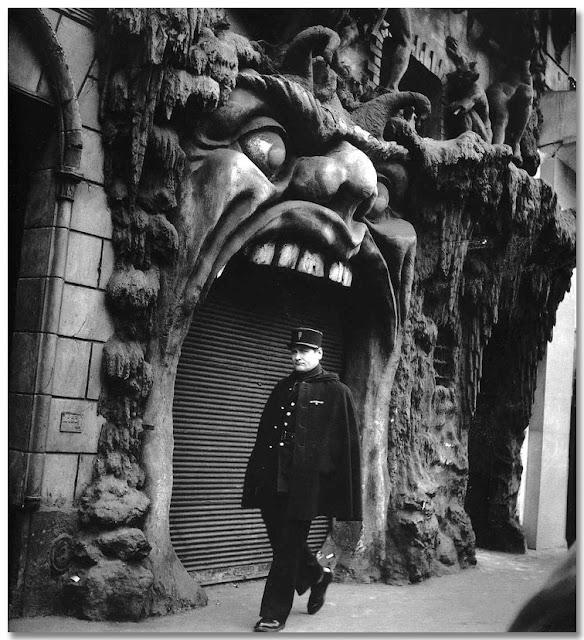 Robert+Doisneau-1952+Infierno_Paris_OA.jpg