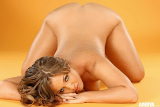 Ordinary Women Nude - ambya-heather-01orangebackdrop14_big.jpg