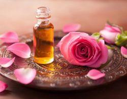 فوائد زيت الورد للمنطقة الحساسة
