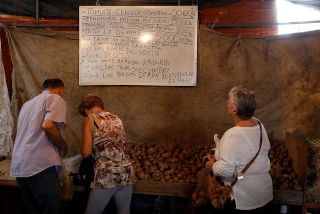 """""""Subimos el precio dos veces por semana"""": cómo se refleja en el mercado la irrefrenable espiral de la hiperinflación en Venezuela"""