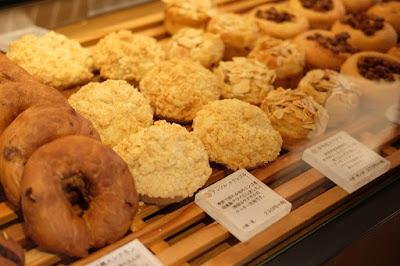 東京・代々木八幡のパン、カフェ 365日 ショーケースのパン