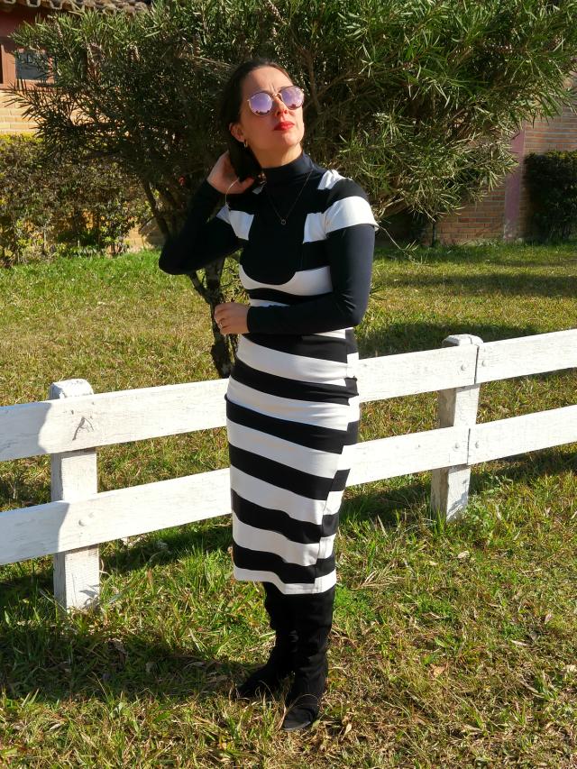 Vestido listrado preto e branco