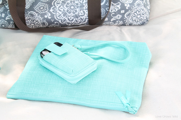 Pack the perfect picnic with totes and accessories from Thirty One!