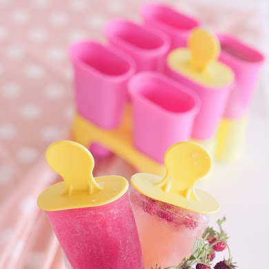 Yummy and Pretty DIY Frozen Fruit Popsicles