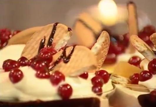 طريقة عمل حلو البسكويت بالفواكه