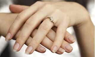 Mengapa Cicin Pernikahan dipakai di jari manis, Tahukah Anda ?