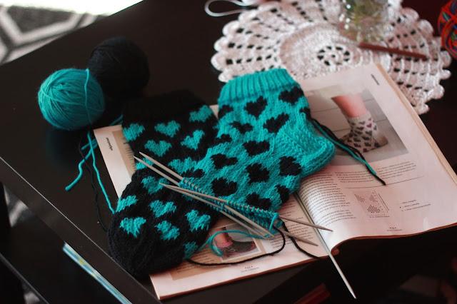 Khadin Lankalabyrintti novita novitaknits sydänaiheiset villasukat kirjoneule sydän