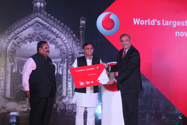 CM Akhilesh Yadav along with Sunil Sood - CEO, Vodafone, India launching 4G in UP East
