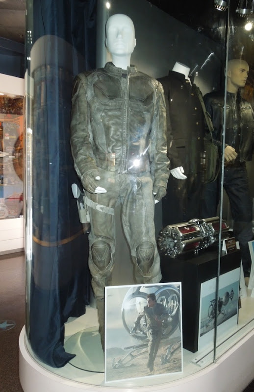 Tom Cruise Oblivion movie costume