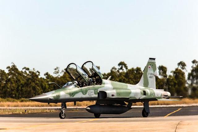 F-5 Tiger biplace se acidenta na  zona oeste do Rio de Janeiro