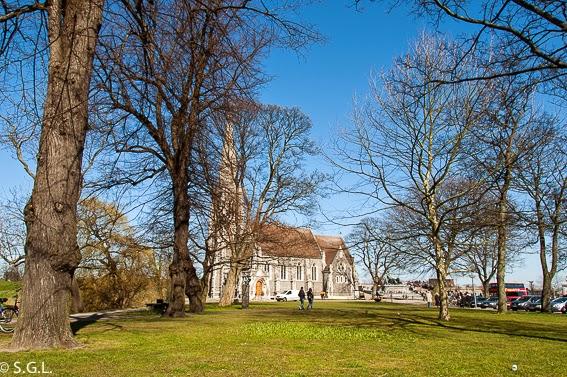 Vista de la isglesia de San Alban en Copenhague