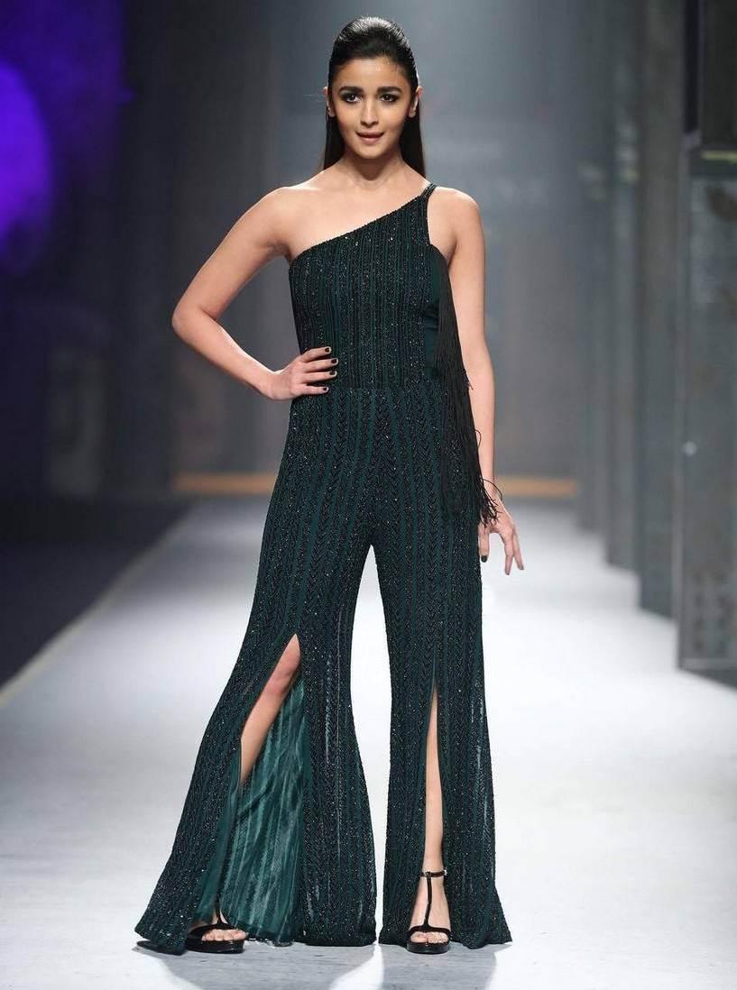 Alia Bhatt Stills At Maybelline New York India Event In Green Dress