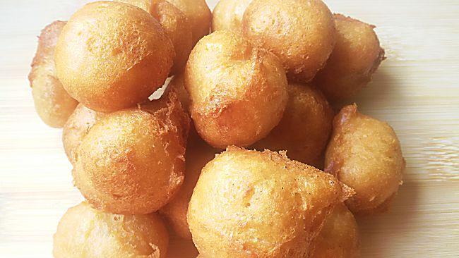 Buñuelos de maíz y cacahuete