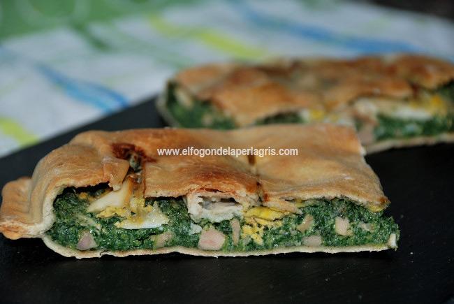 Empanada de ortigas, queso de cabra y huevo