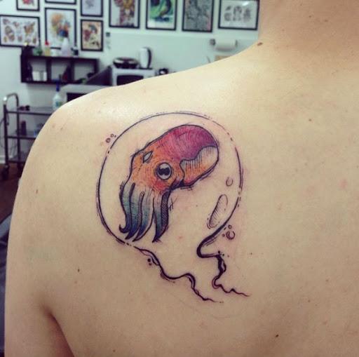 Este pequeno esboço de estilo lula de tatuagem
