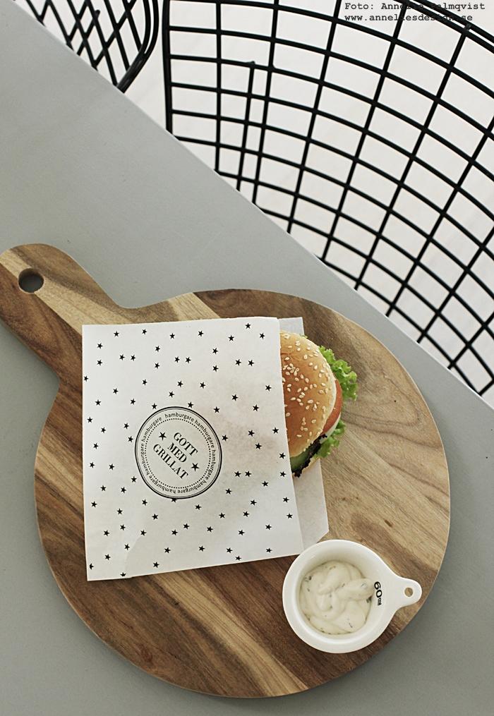 hamburgerficka, hamburgerfickor, hamburgare, burgare, annelies design, webbutik, webbutiker, webshop, engångsartiklar, engångs, engång, kök, skärbräda, skärbrädor, house doctor, svartvitt, svartvita, svart och vit, servering, servera, måttsats av porslin