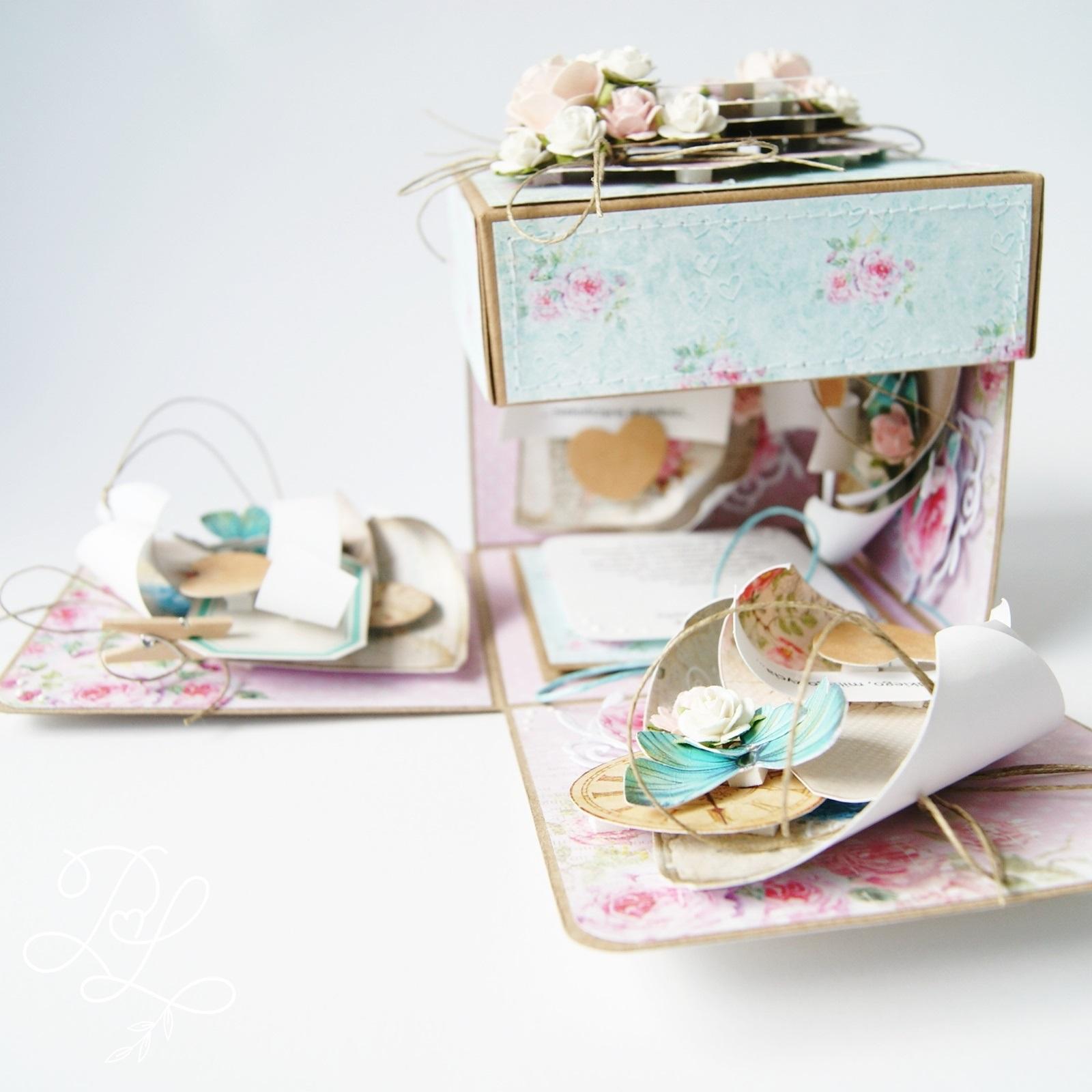 Ślubny exploding box z miejscem na banknoty w prezencie - Papierowe Love - sklep papierniczy i pracownia rękodzieła Katarzyna Rajczakowska.