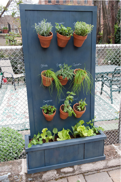 One Of My Favorite Bloggers Stefanie Brooklyn Limestone Also Created A Vertical Herb Garden Not Only Does It Look And Function Gorgeously