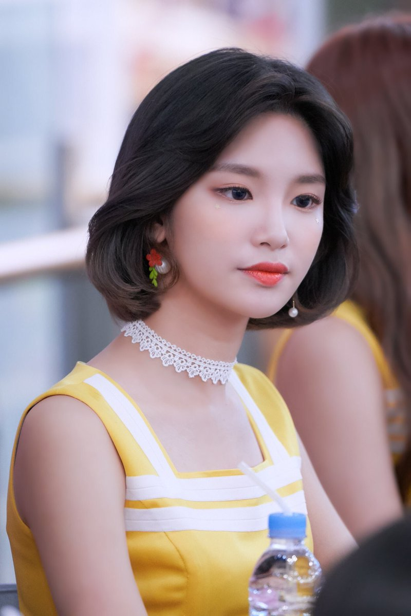 is she the most beautiful short hair kpop rookie daily
