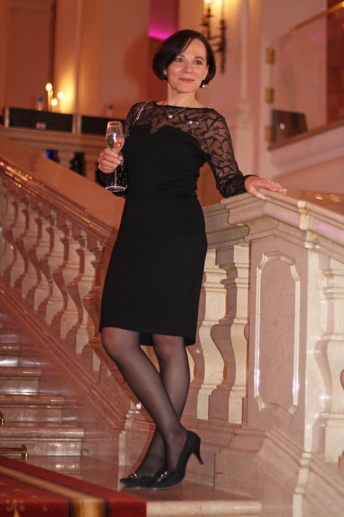 Outfit Casino Frau