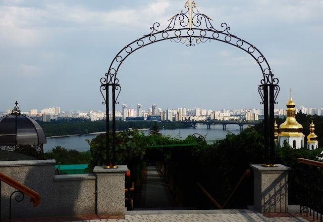 Okolice Ławry Pieczerskiej, panorama na Dniepr i jego prawą stronę