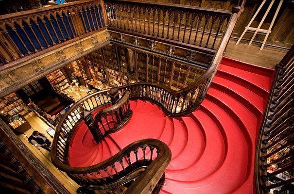 Las escaleras de la librería inspiraron las escaleras mágicas de Hogwarts.