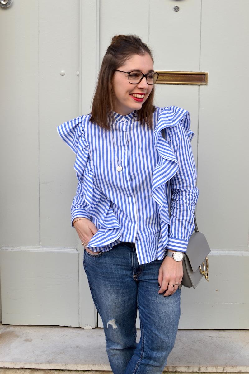 chemise à volant Sheinside, jean relaxed H&M, sac gris Idriss, collier l'atelier d'amaya