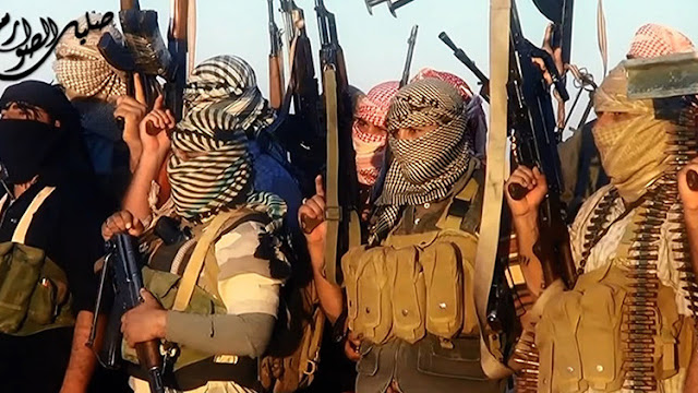 Las fuerzas apoyadas por EE.UU. permiten escapar a centenares de terroristas del EI