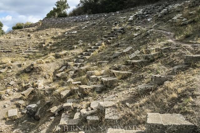 Cávea del teatro de Erythrai.