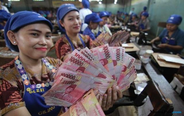 Gaji TKA di Indonesia Besar, Kok Gaji TKI di Luar Negeri Kecil?