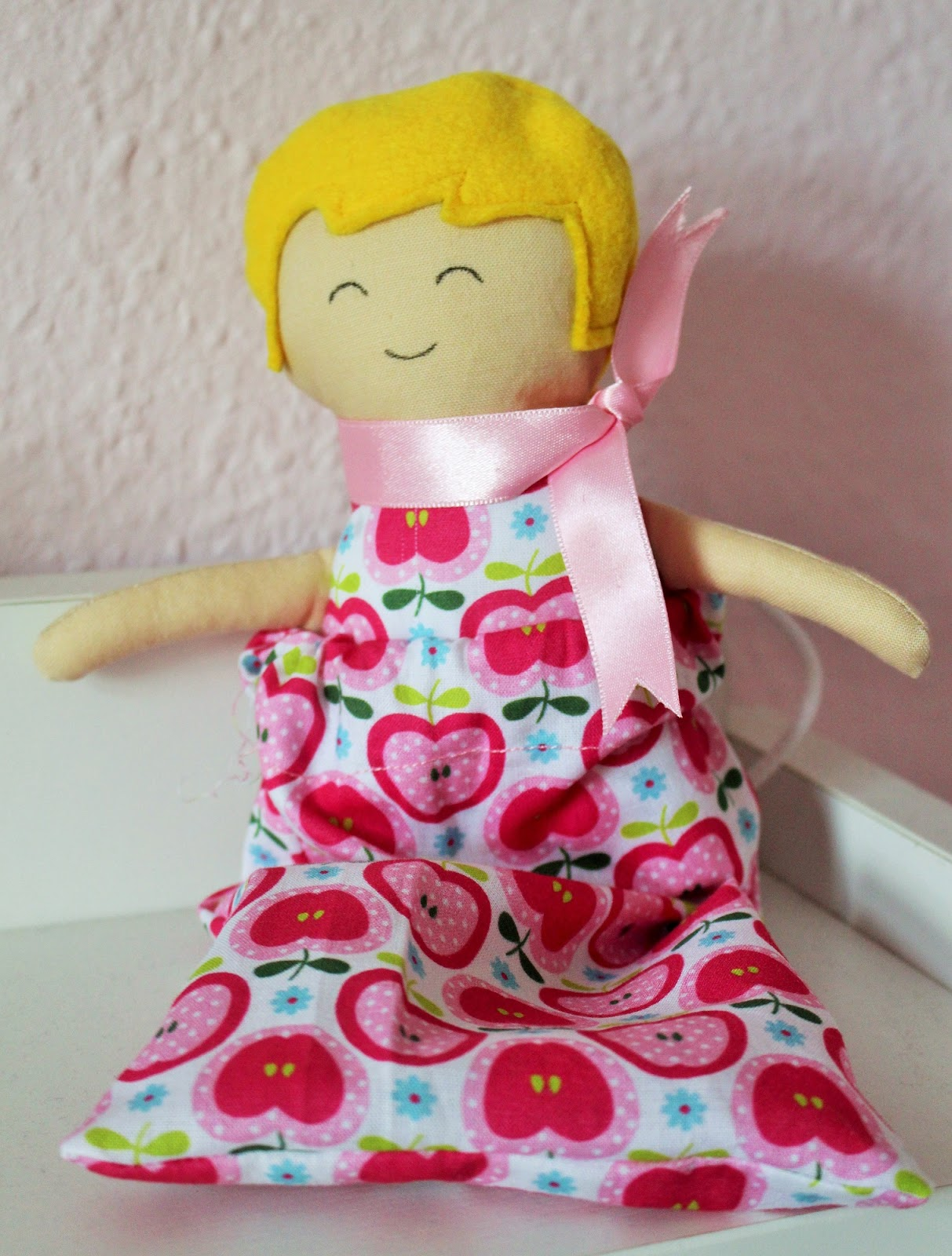 Mamma Gioca: Bambola di pezza ed applicazione con lo stesso ...