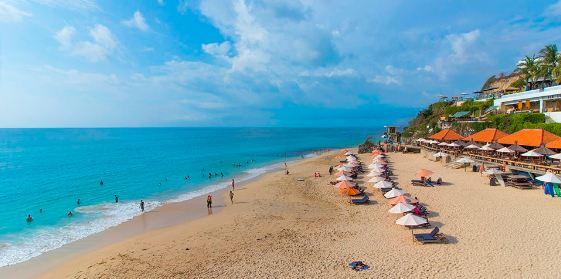 Bali beach - Dreamland Beach. This beach resort in south Bali is located in Pecatu area.