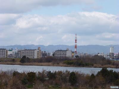 河川敷から六甲山