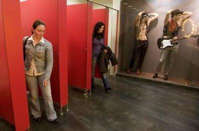Mujeres saliendo del baño baños atrevidos