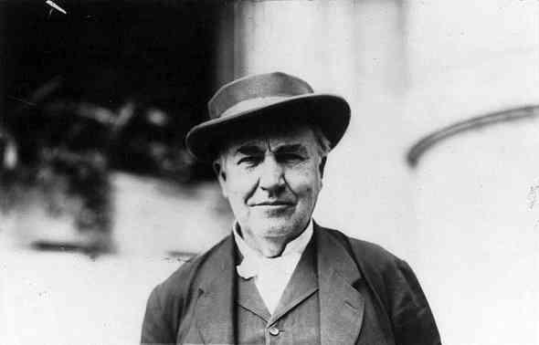 Thomas-Edison-Biography-قصة-حياة-توماس-إديسون